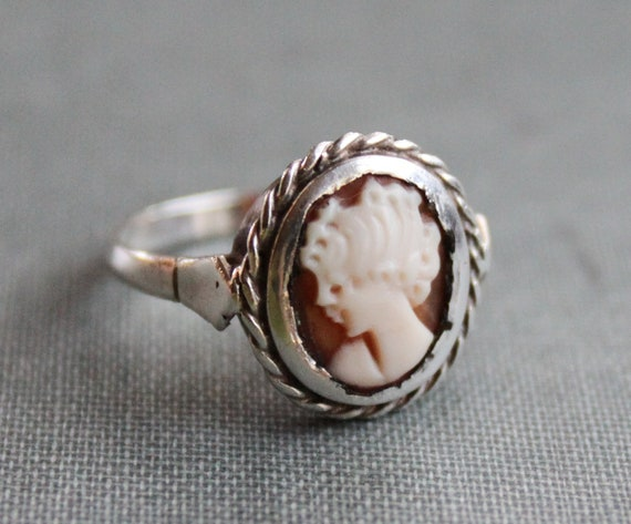 Antique Carved Cameo Ring