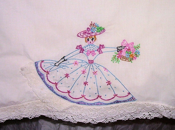 Vintage HAND EMBROIDERED PILLOWCASES, Set of 2, 1950s