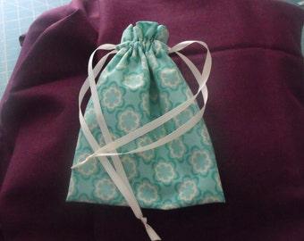 Girl's drawstring purse - green and ecru print