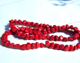 Howlite Chips Dyed Red
