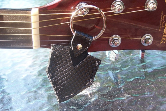Black Snakeskin tex tured Leather Guitar Pick Case Key Ring