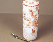 Snuff Bottle / Chinese Snuff Bottle / Porcelain
