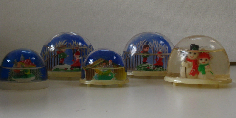 Collection Vintage Snow Globes Plastic Christmas Snow Dome