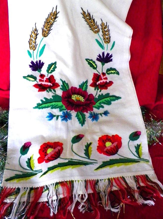 Vintage ukrainian traditional embroidery rushnyk or ritual