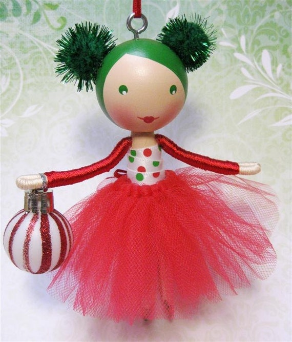 Clothespin Doll Christmas Tree Ornament 2012 Red Green and