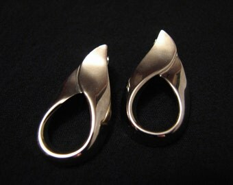 Vintage Silvery Gold Tone Swirled Teardrop Pierced Earrings