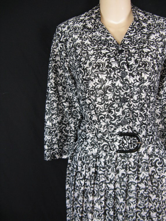1970's paisley dress. black and white shirtwaist. floral hem. large. new old stock.