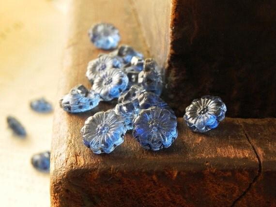 18 vintage blue glass buttons
