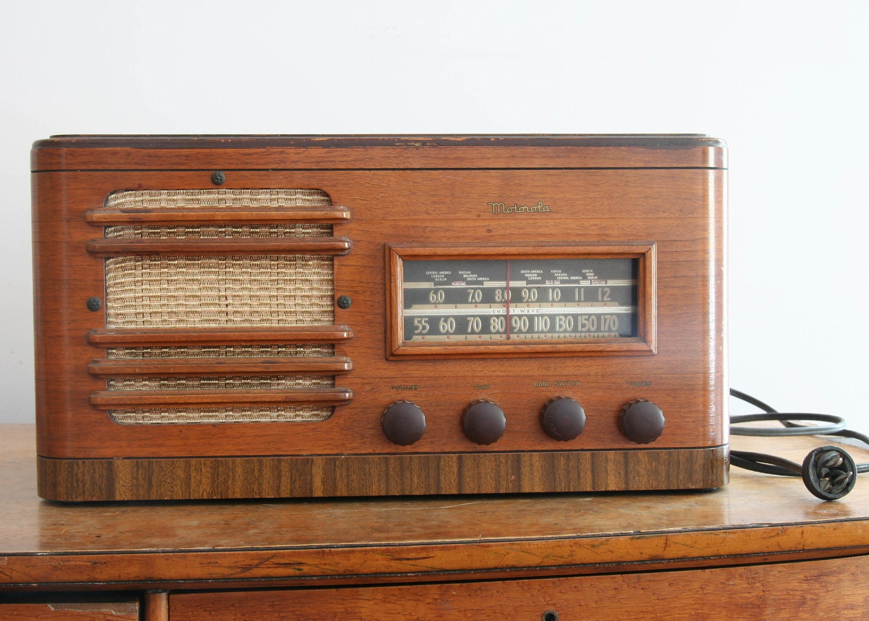 Motorola 61T21 Tube Radio 1941 vintage show piece or