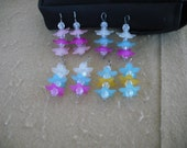 8 Lucite Frosted Star Daisy Flower bead charms- Lot -05