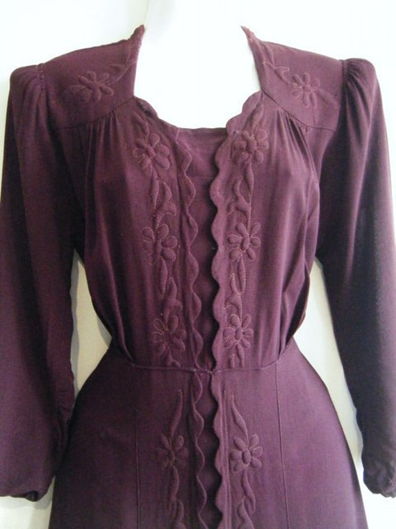 vintage 1930's /1940's dress with quilted floral patterns in deep plum with original belt. dress size 11 / 12