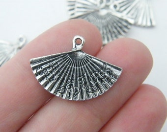 8 Fan charms antique silver tone CA68