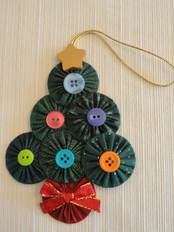 Yoyo Christmas tree ornament fabric decoration buttons red