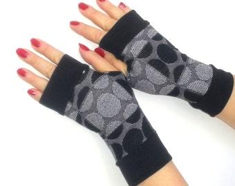 Fingerless gloves short with  cuffs