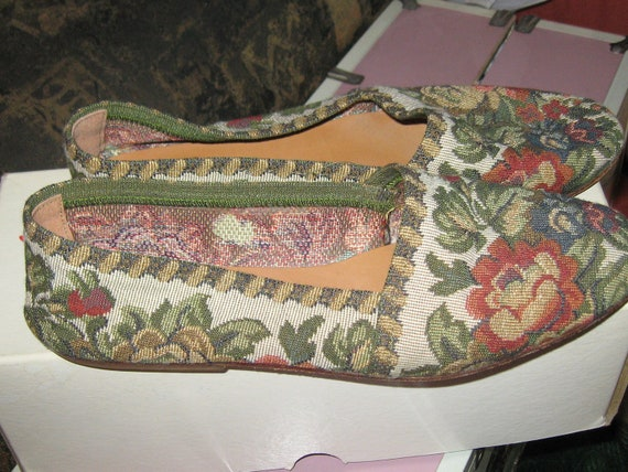 vintage  Flat Floral Tapestry Shoes by Unisa  sz 10
