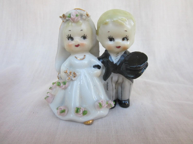 lefton wedding cake topper vintage bride and groom figurine. Black Bedroom Furniture Sets. Home Design Ideas