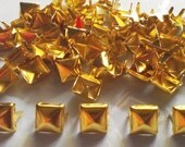 100 pcs Gold tone pyramid stud findings size11 mm