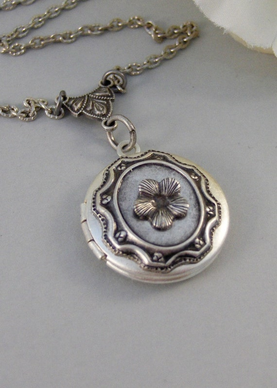 Edelwiess,Locket,Silver,Locket,Blossom,Flower,Girl,Baby,Pearl,Antique,Bride,Wedding. Handmade jewelery by Valleygirldesigns.