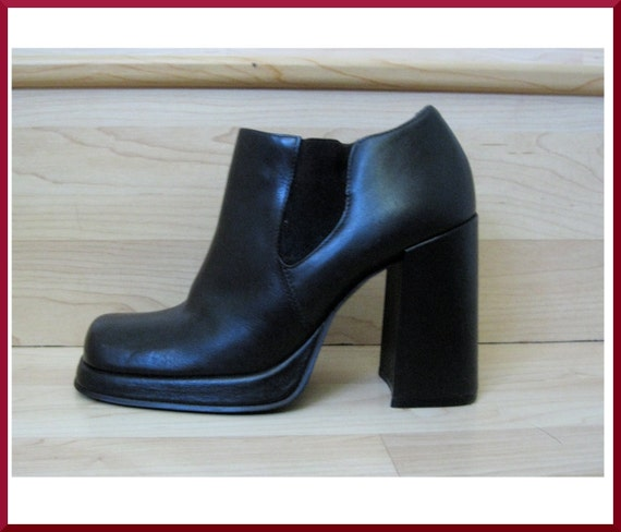 Vintage Deep Dark Brown Leather Chunky Chelsea Ankle Boots Sz. 8 / 38.5