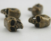 4 pcs Antique Brass Skull Charms Sewing Buttons Fashion Jewelry Decorations 17 mm. SK BR HO
