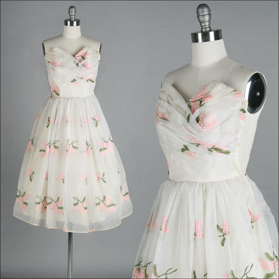 Vintage 1950s Dress . Ivory . Chiffon . Embroidery . XS/S . 1877