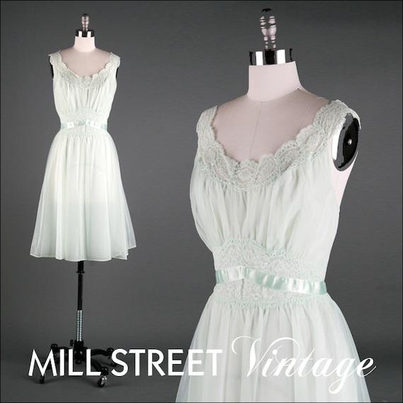 Vintage 1960s 1970s Lingerie . Pale Mint . Seafoam Green . Nightgown . Negligee . Slip . Wedding . Nightie . M . 1653