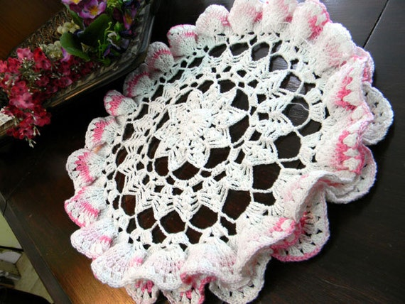Fluted Crochet Doily in Pink and White - Vintage Hand Crocheted 7895