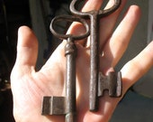 2 Antique Rustic Iron Keys (lot S13).