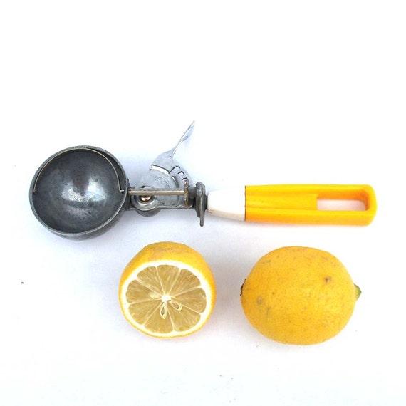 Retro Yellow Ice-Cream Scoop - Vintage Scooper / Serving Spoon