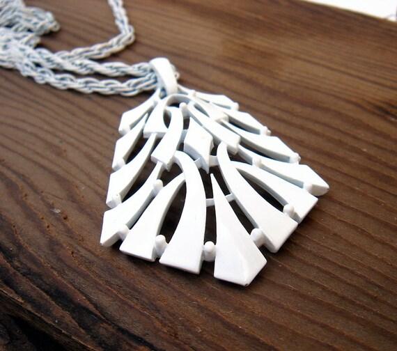 Vintage 1960s Trifari white enamel necklace