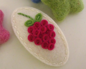 NO SLIP Wool felt hair clip -Raspberry -ecru