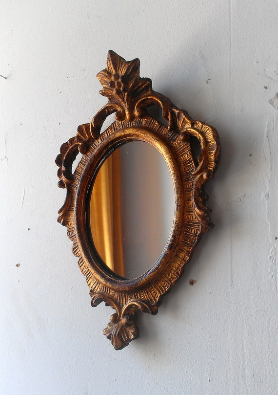 Oval wall mirror in small vintage gold wood frame for Small gold framed mirrors