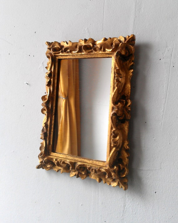 Gold florentine mirror in small vintage carved wood frame for Small gold framed mirrors