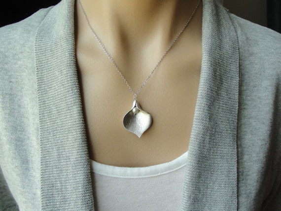 Silver Calla Lily Pendant Necklace - white pearl -  gift, June birthday, wife, daughter, mother, sister, graduation, romantic, friend