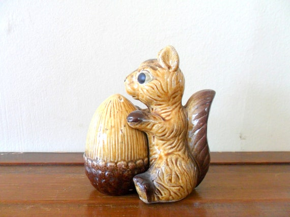 vintage squirrel and acorn salt and pepper shakers - fall - autumn trends