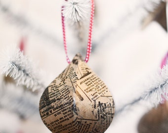Newsprint Lg Pointed Ridged Ball Ornament