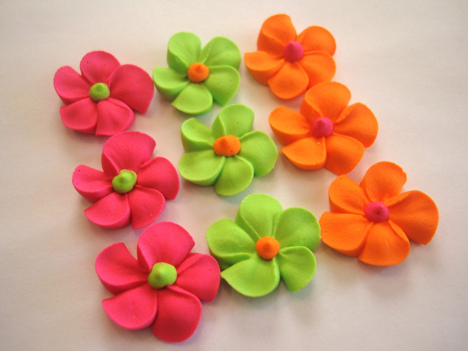 Cake Decorating Icing For Flowers : Royal Icing Flowers for Cake Decorating Lot of 150 by mochasof