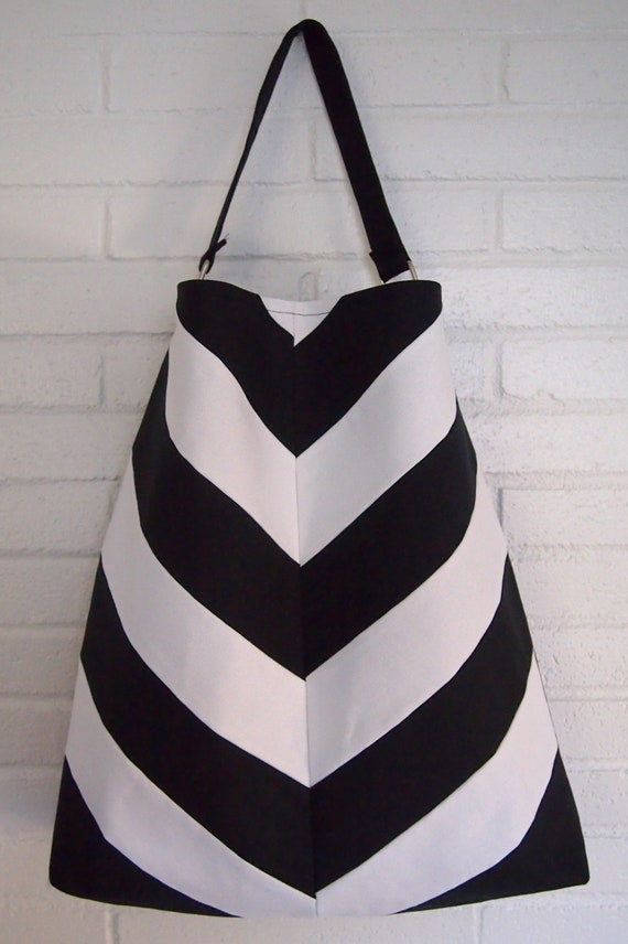 Everyday Chevron purse in Black and White.