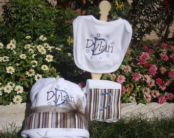 Personalized Baby Gift Hooded Towel, Bib, Burp Cloth Set embroidered, Baby Boy Gift Set, Baby Boy Shower Gift, Baby Shower Present, Baby Boy