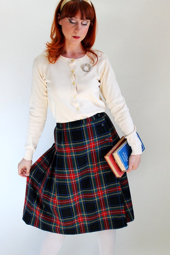 Holiday Sale - 1970s Black Red Stewart Tartan Plaid Wool Pleated Skirt. Office Fashion. Mad Men Fashion. Holiday Fashion. Spring. Medium