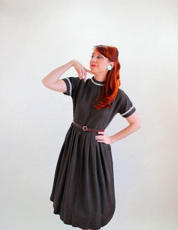 Vintage 1950s Brown Wool Day Dress. Mad Men Fashion.  Audrey Hepburn. Size Medium