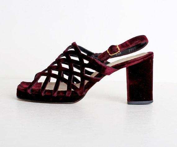 Size 8 1/2 Vintage 60s 70s MOD Burgundy Velvet Cutout Sandals 38.5