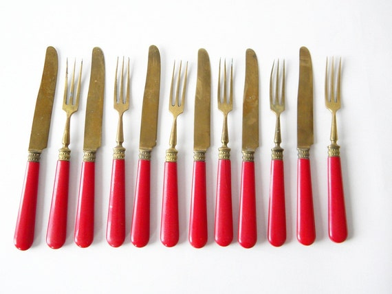 6 vintage cake forks and 6 small knives