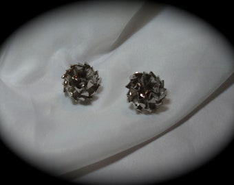 1990s SIlver Tone Flower Mum Earrings.