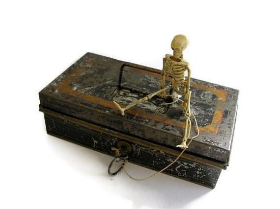 Primitive Black Tin Box Vintage Cash Safe Lock Key Rustic Red Gold Striped Chippy Paint Halloween Colors