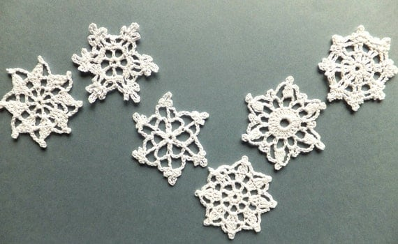 Christmas decorations, crocheted snowflakes, holiday ornaments, white applique, embellishments /set of 6/