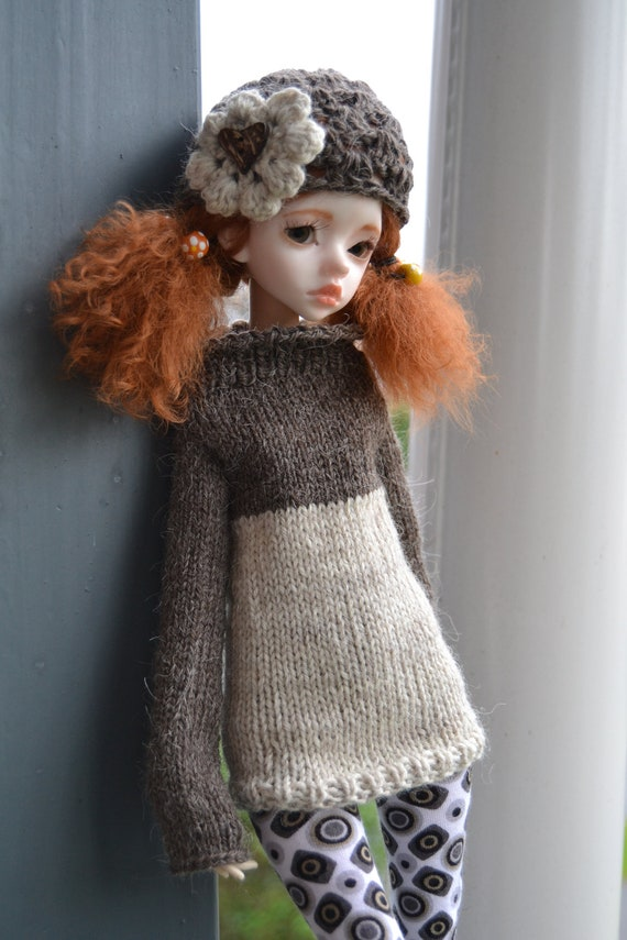 Coconut, knitted two colour sweater and crocheted hat for slim mini or doll chateau kid