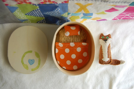 Felt Fox with Wood Oval Box Bed and Mini Quilt