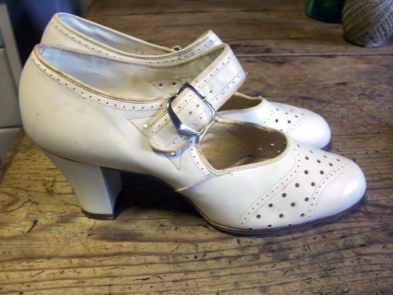 RESERVED FOR JOYCE  Gorgeous Vintage Shoes 1920's or 30's Cream Leather 5.5-6