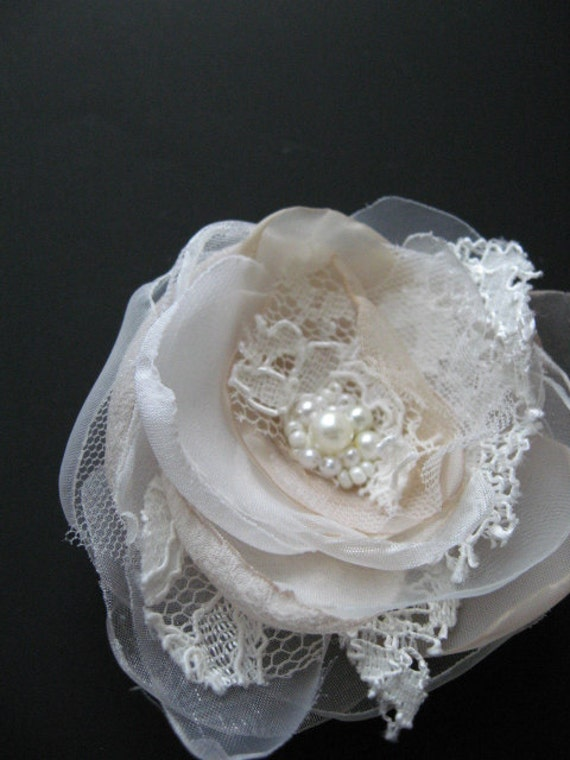 Small Bridal hair accessory hairpiece Flower vintage wedding lace flower Beige Ivory Fascinator pearls hair clip
